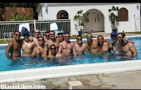 геи молодеш в басейне