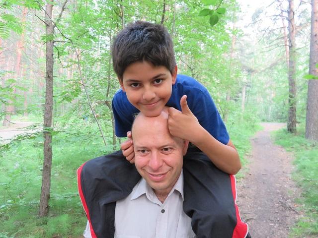 Вдали от дома: в Венесуэле выпускник ЮУрГУ стал переводчиком, отцом и Дедом Морозом.