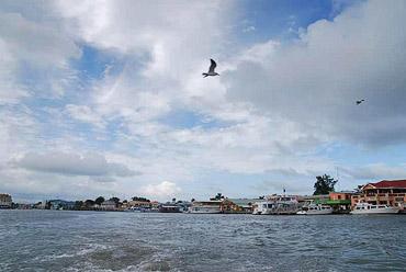Порт Белиз-сити со стороны бухты