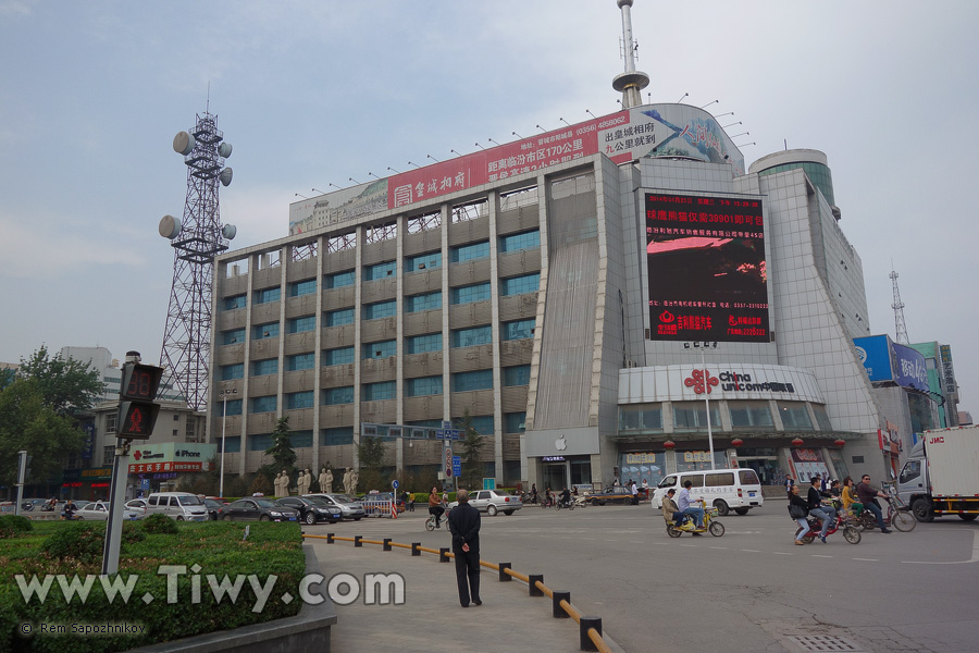 Linfen China  city images : Price per liter : 7.22 yuan 42.59 roubles or 1.16 USD /4.39 USD per ...