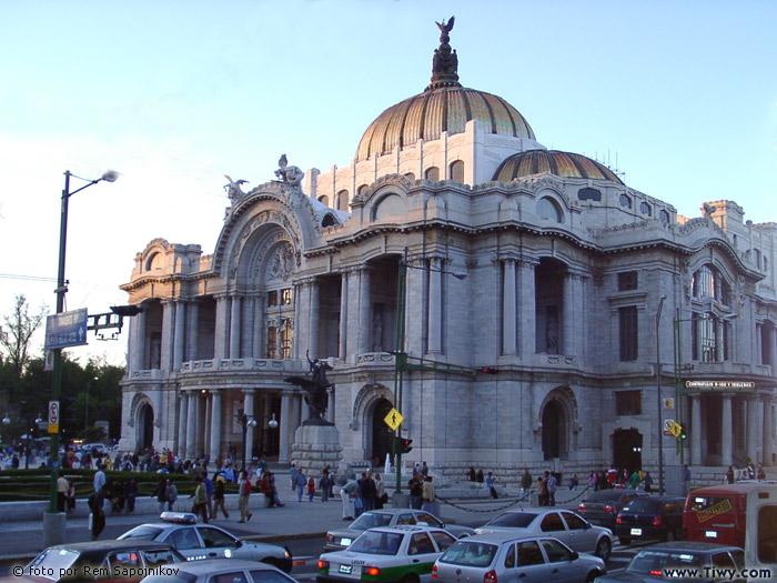 ... de Mexico 2003 > Varias fotos de Mexico City > Palacio de Bellas Artes