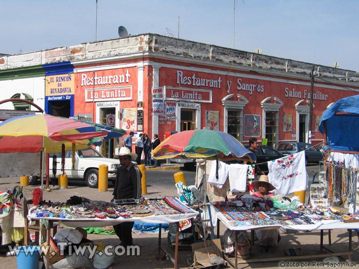 http://www.tiwy.com/pais/mexico/fotos_2005/cholula/calles_de_cholula6.jpg