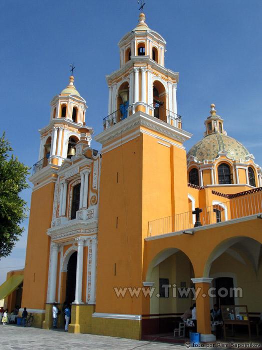 http://www.tiwy.com/pais/mexico/fotos_2005/cholula/nuestra_senora_remedios3.jpg