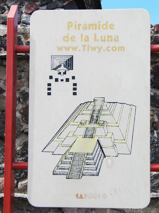 ... Fotos de Mexico 2005 > Teotihuacan > Teotihuacan. Piramide de la Luna