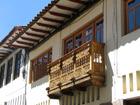 Красные черепичные крыши и веселые резные балкончики