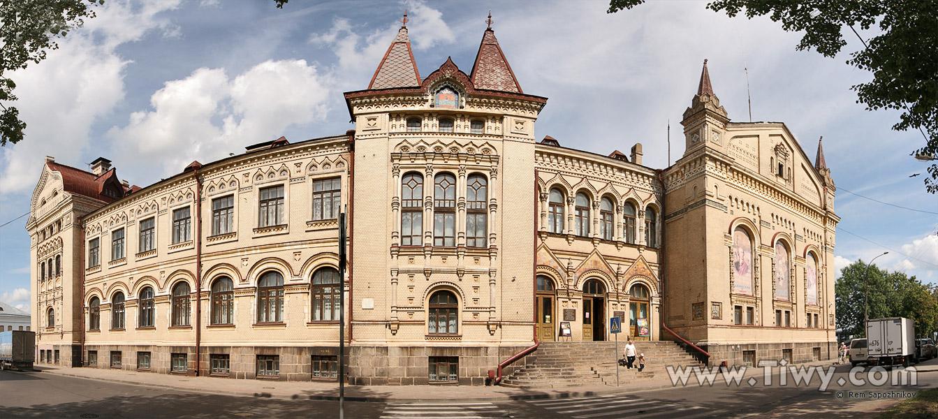 http://www.tiwy.com/pais/rusia/rybinsk/streets/rybinsk-muzey-2009-l.jpg