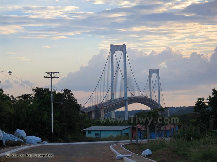 Puente Angostura sobre el rio Orinoco