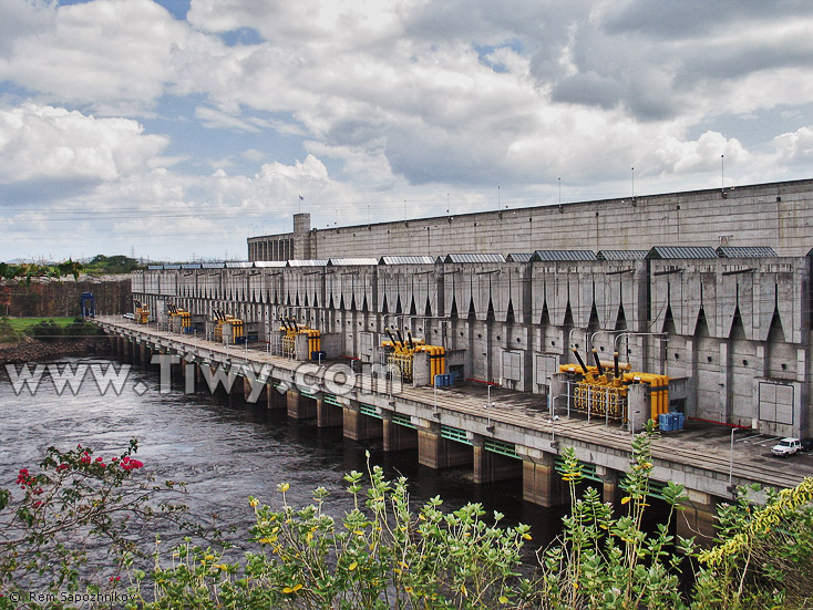 represa-macagua2-d.jpg